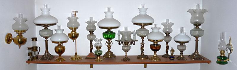 stare lampy naftowe stojące